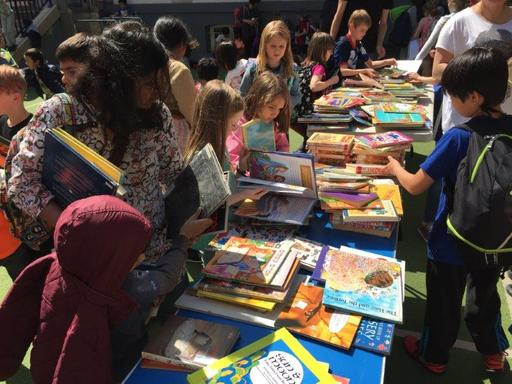 Primary School Student Council Holds Used Book Sale for Charity