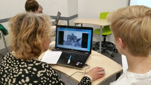 ISP students organize an internet workshop for French seniors