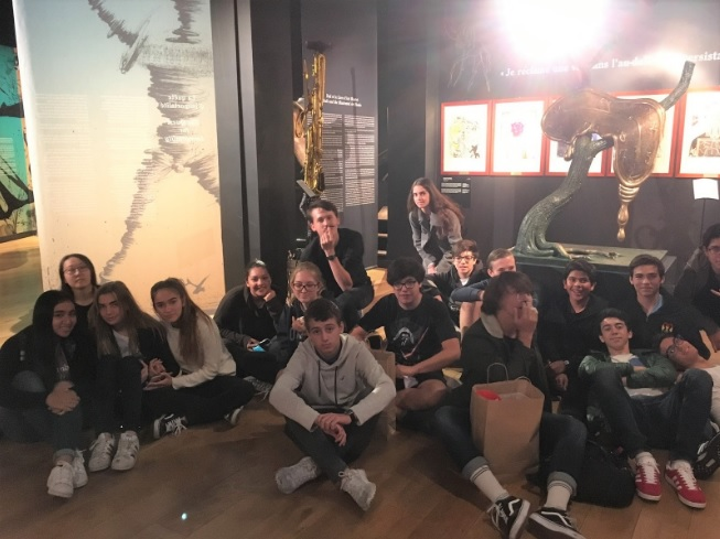 Grade 10 students studying Spanish go to L'Espace Dalí