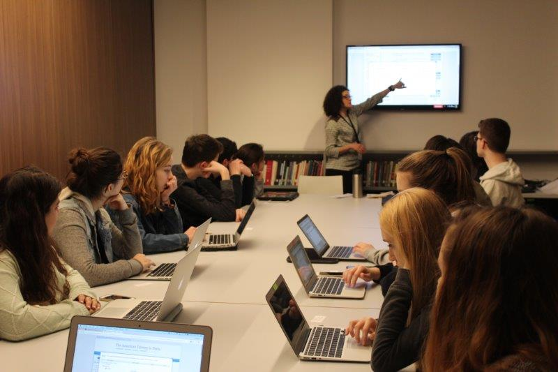 Grade 11 visit the American Library